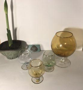 Boheemse Bokaal en 3 glazen op voet met Gouden Rand, ook als Amaryllisvaas te gebruiken,